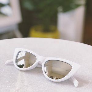 🆕Essex White & Silver Mirrored Cat Eye Sunnies